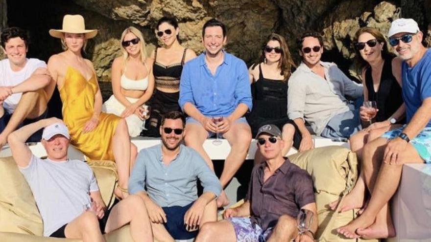Jeff Bezos, el hombre más rico del mundo, desconecta en Mallorca con su novia
