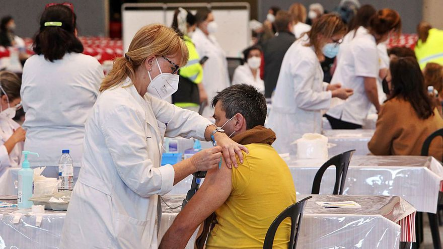 Estos son los sexagenarios gallegos que no tienen la pauta completa de vacunación