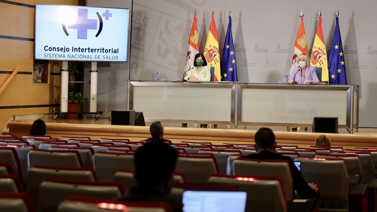 La ministra Darias y la consejera Casado, durante la rueda de prensa de hoy en Valladolid.