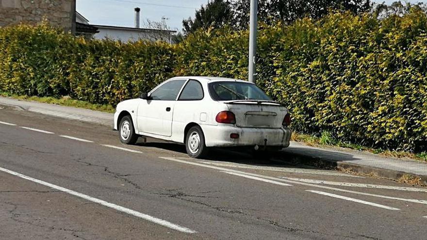 Reclaman la retirada de la vía pública de coches abandonados
