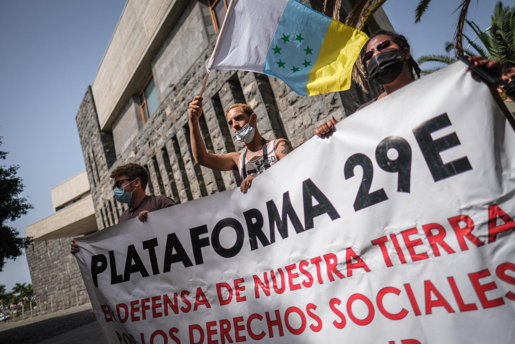 Marcha de los afectados por los desahucios en Santa Cruz