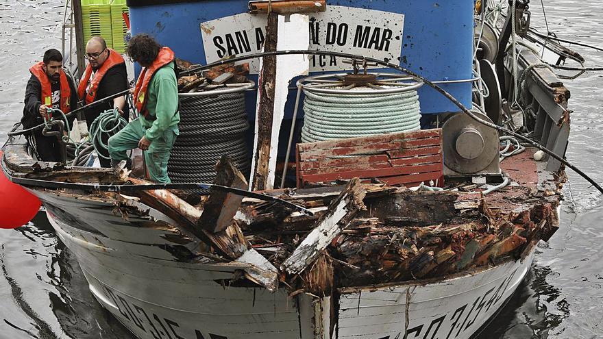 Dos pesqueros con 14 hombres a bordo colisionan en Peñas
