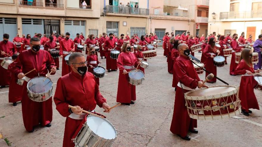 Una singular tamborrada de Tambors de Passió en Almassora