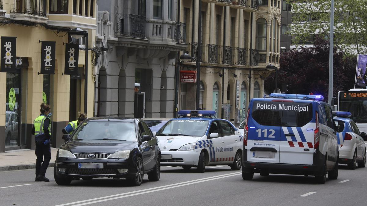 Un control policial en Zamora durante el confinamiento del COVID