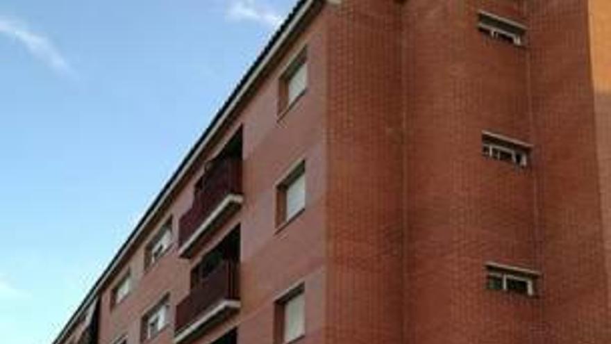 Un foc en un pis del barri  de Cal Gravat de Manresa obliga a desallotjar veïns