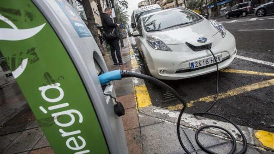 Elche empieza a coger ritmo con los puntos de recarga públicos para coches eléctricos
