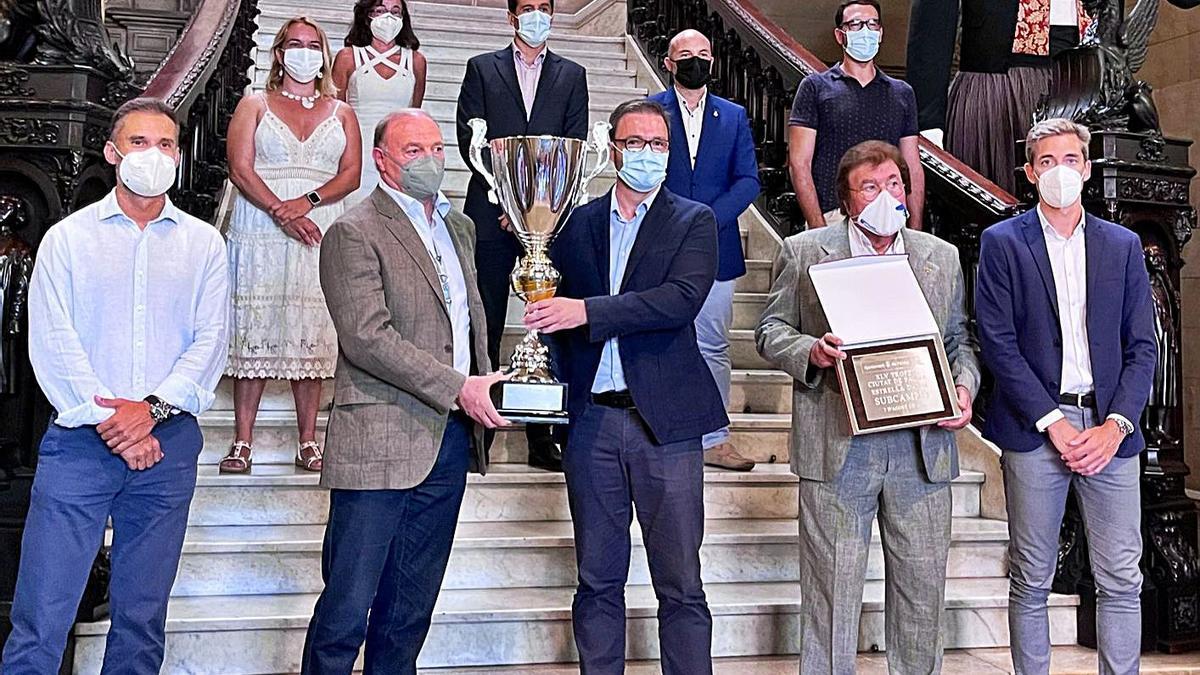 Ciutat de Palma Puesta de largo del Trofeo en el Ayuntamiento junto a Hila | RCDM