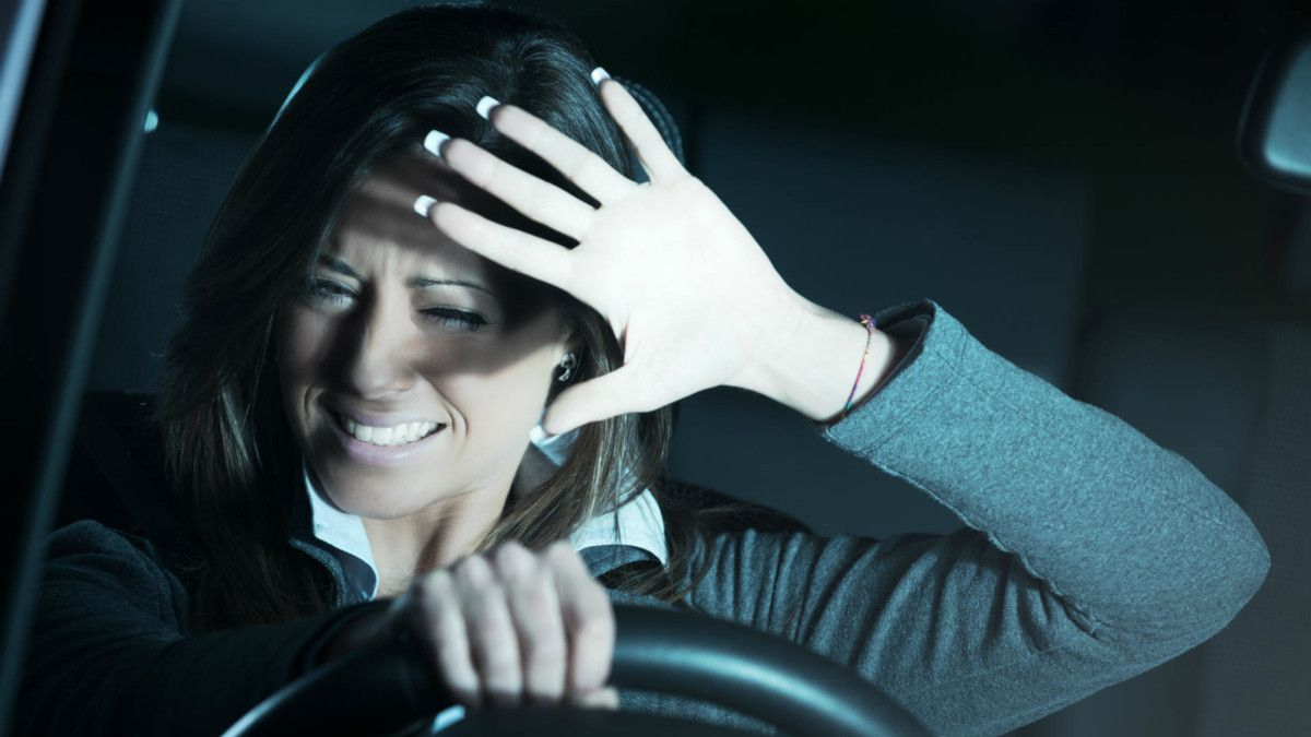 """Estos son los peligros del """"efecto mirón"""" en la carretera, según la DGT"""