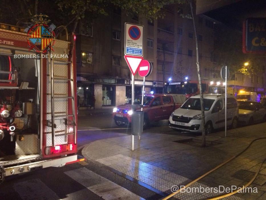 Espectacular incendio de madrugada en Palma