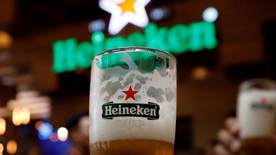 Heineken recortará 8.000 empleos para reducir costes tras caer su facturación