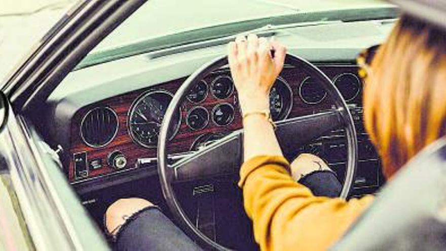 Día internacional de la mujer conductora