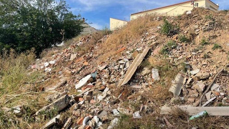 El ayuntamiento deberá limpiar los residuos de la rivera de Los Limonetes de Talavera la Real