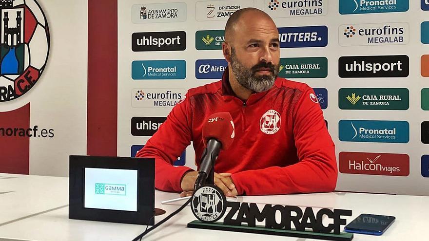 """David Movilla, técnico del Zamora CF: """"Las bajas condicionan, no determinan"""""""