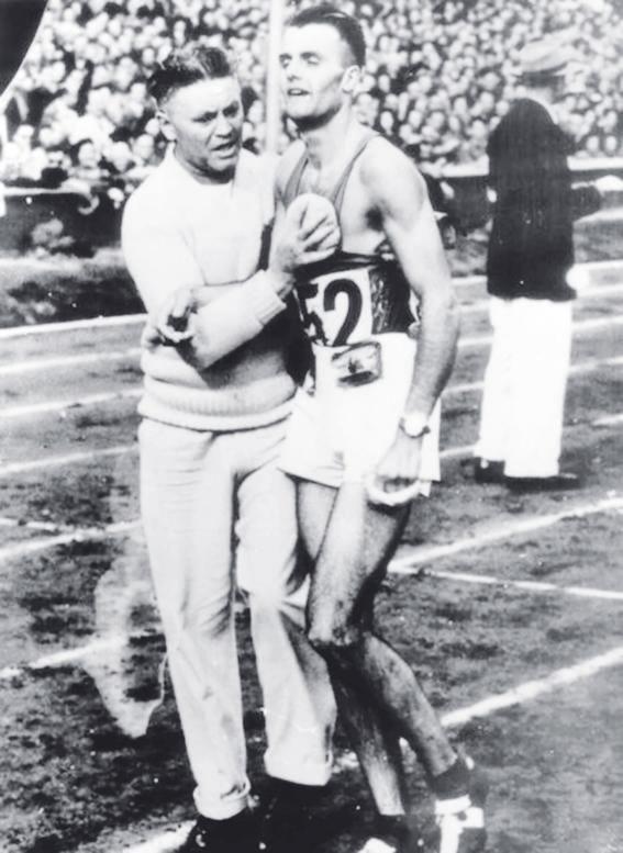 Gailly es atendido trasacabar el maratón de 1948