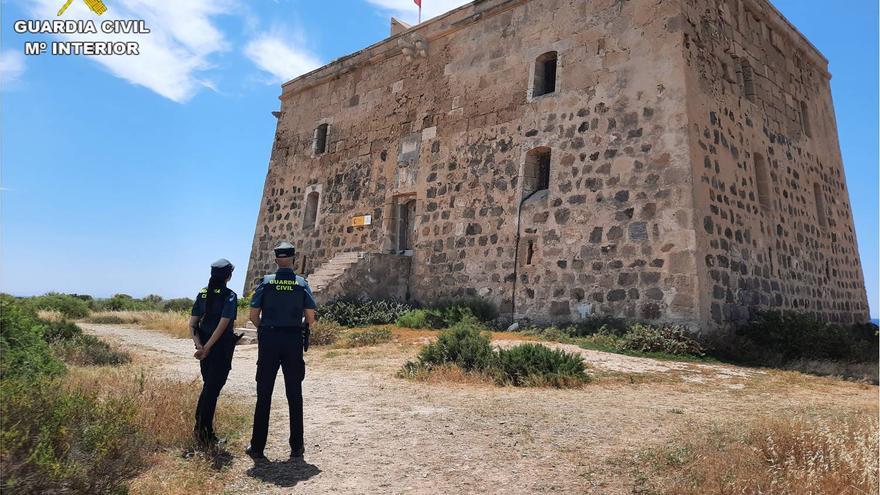 La Guardia Civil refuerza la seguridad en la isla de Tabarca durante el verano