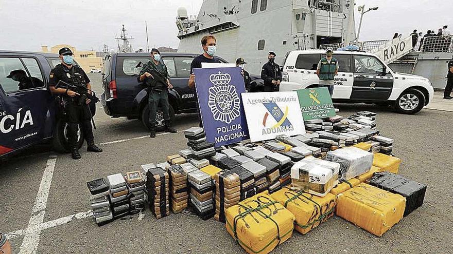 Doce detenidos tras hallar 1.200 kilos de cocaína en un velero