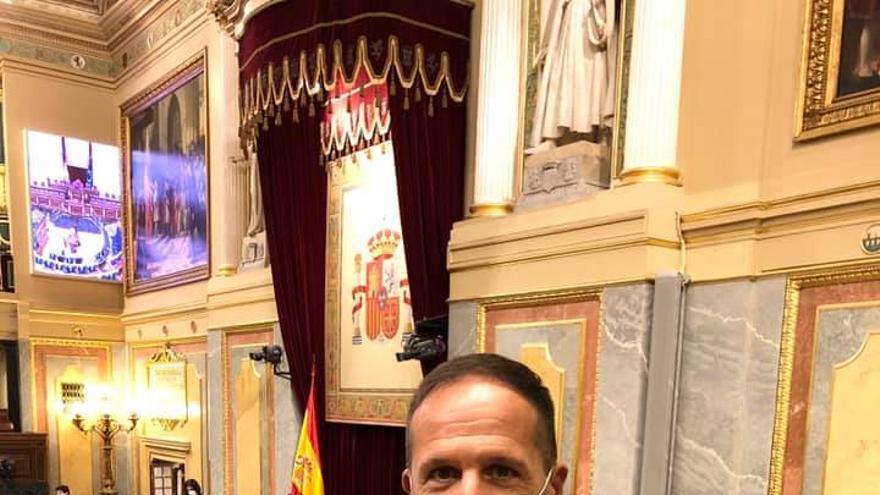 El alcalde de Pinoso se enfrenta a Vox en el Congreso para defender el valenciano