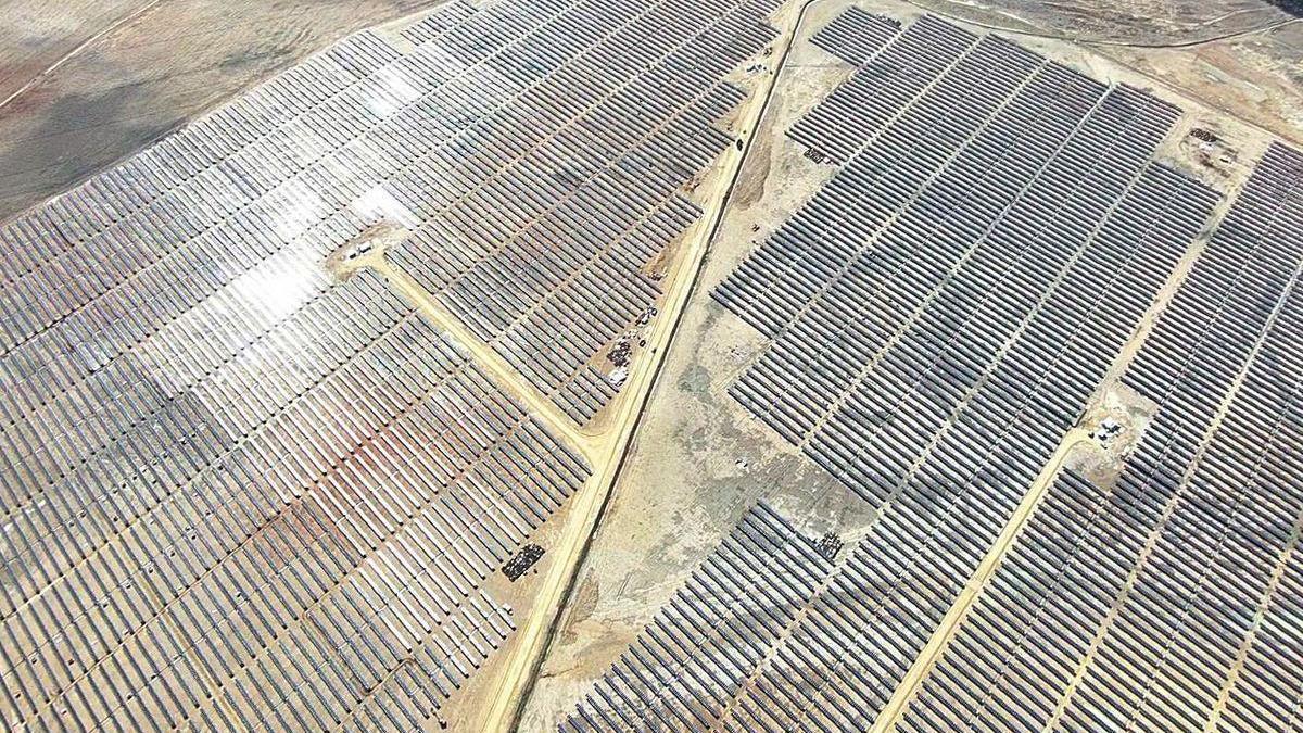 Los paneles fotovoltaicos dotados con los dispositivos suministrados por Solar Steel, instalados en el complejo renovable sevillano.