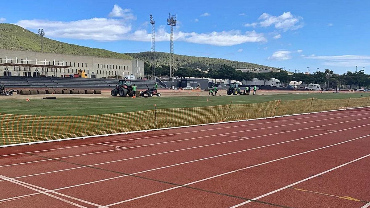 Obras en la pista de atletismo de Can Misses.