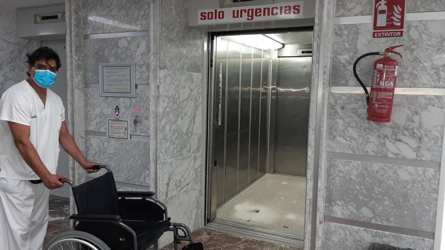 El Hospital General de Elche renueva seis ascensores que tenían más de 40 años
