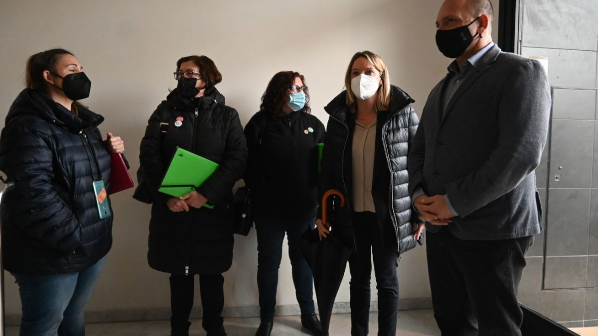 Vivienda negocia con la Sareb la prórroga de los contratos para 27 familias de Puçol