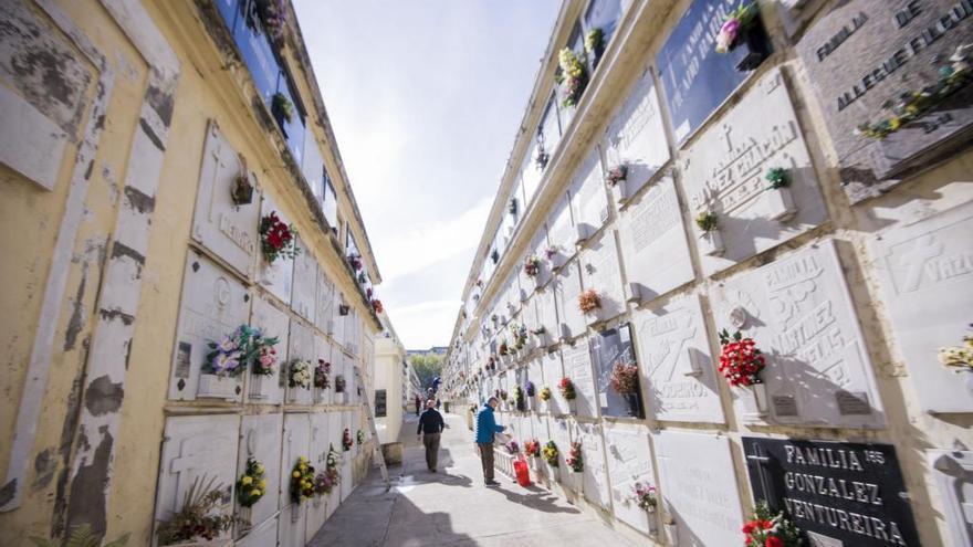 Los cementerios de A Coruña abrirán el 1 de noviembre sin límite de aforo