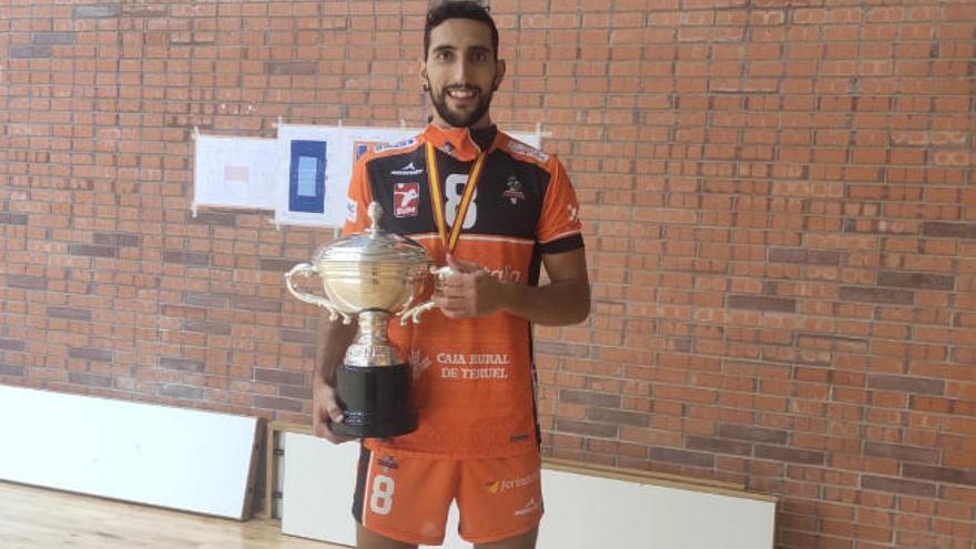 El CV Teruel, con el tinerfeño César Martín, campeón de la Supercopa