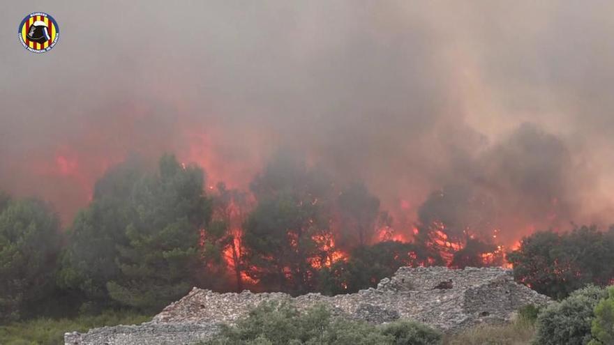 Trabajos de extinción de la Vall de la Gallinera