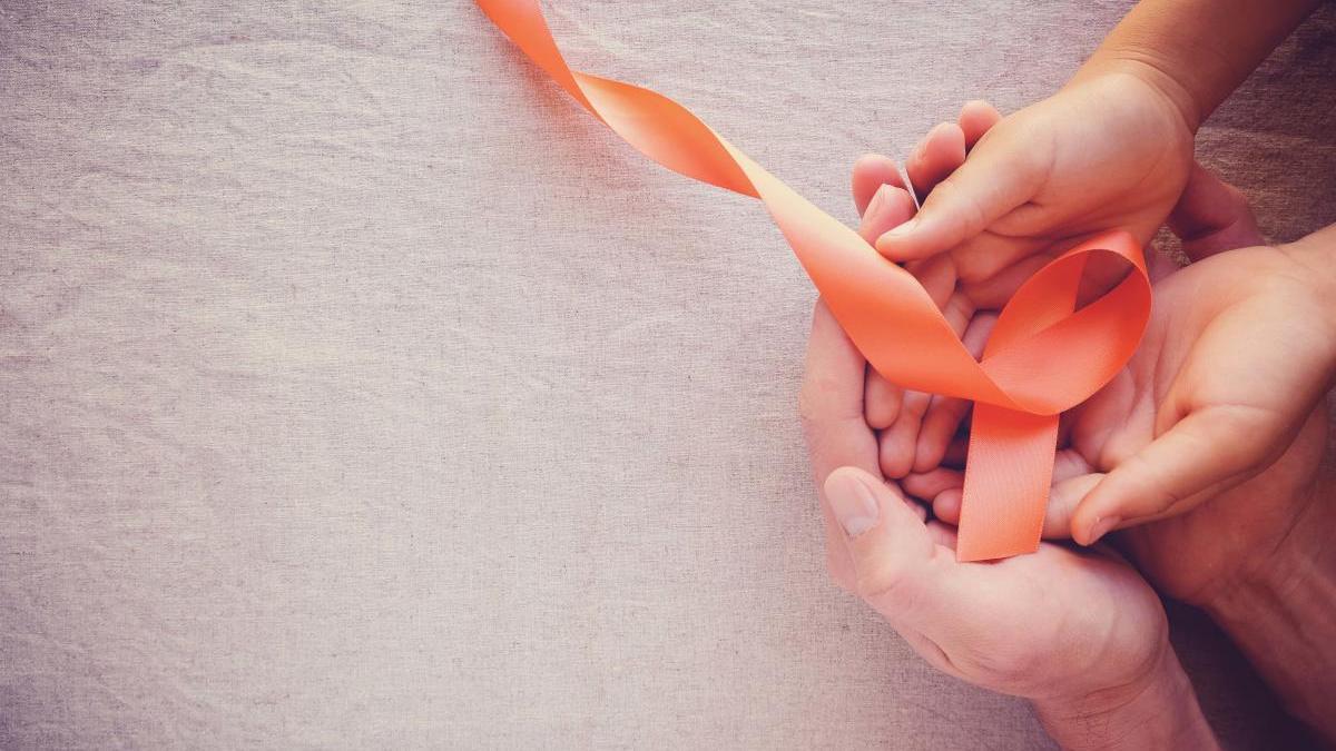 El lazo naranja simboliza la lucha contra la leucemia