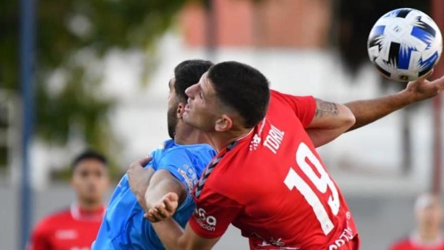 Álvaro Moreno y Curto elevan al Real Murcia en Yecla