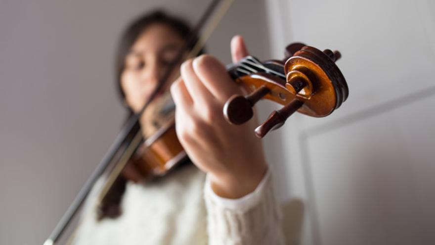 Educación premia a 27 estudiantes de Música y Artes Plásticas y Diseño