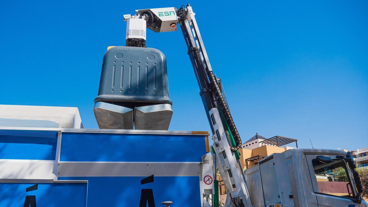 La compañía gestiona la recogida, transporte y tratamiento de residuos sólidos.