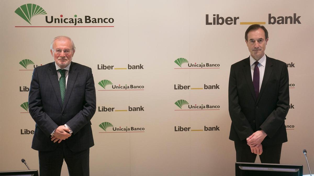 Manuel Azuaga (Unicaja) y Manuel Menéndez (Liberbank).