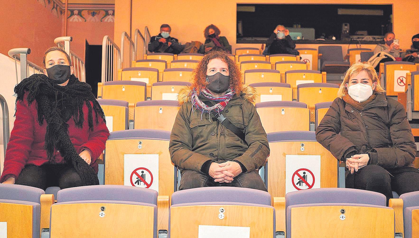 Brindis   Con poca vida social en Mallorca