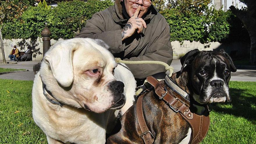 Pravia, humor de perros por la ordenanza de convivencia