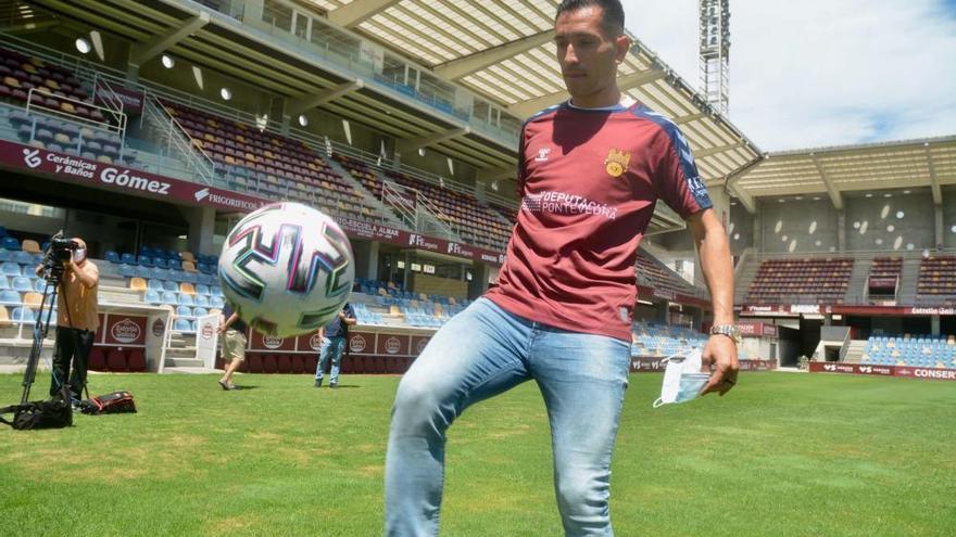 Charles vuelve al Pontevedra para quedarse