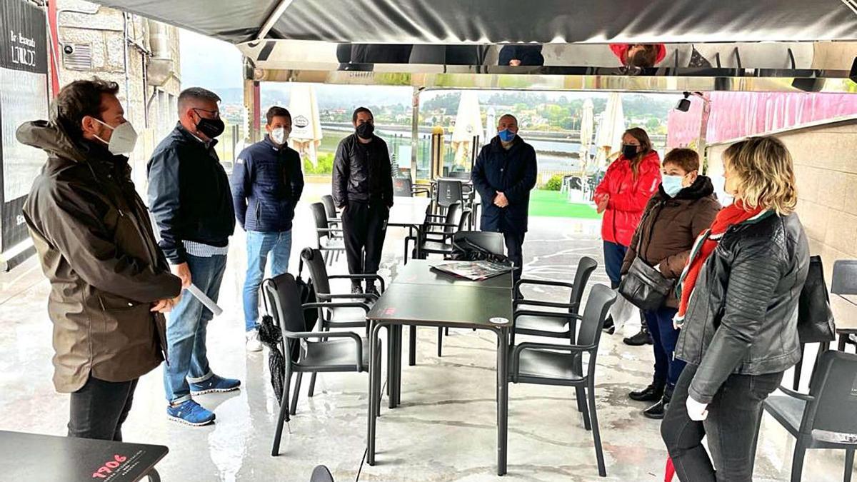 Reunión de Marga Caldas con los hosteleros.