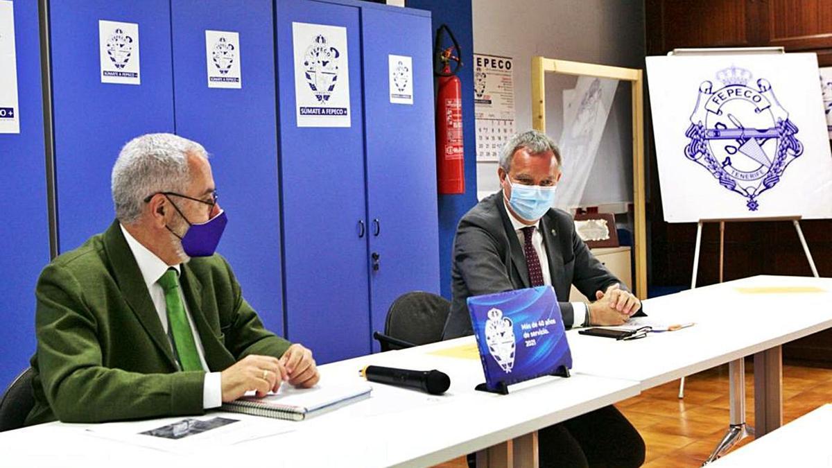 Óscar Izquierdo (i) y Sebastián Franquis, en su reunión de ayer en la sede de Fepeco.