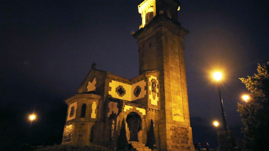 La nueva iluminación de A Guía choca con Patrimonio