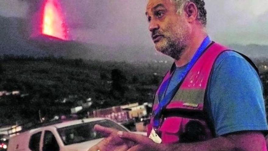 """Stavros Meletlidis: """"Hay que entender que la lava no es un espectáculo, hay que estar con quien lo ha perdido todo"""""""