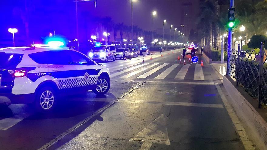 La gélida noche no frena los incumplimientos: la Policía disuelve siete fiestas en viviendas en Alicante