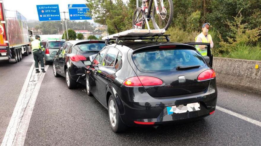 Dos heridos en una colisión múltiple en la autovía a Vigo que causó retenciones