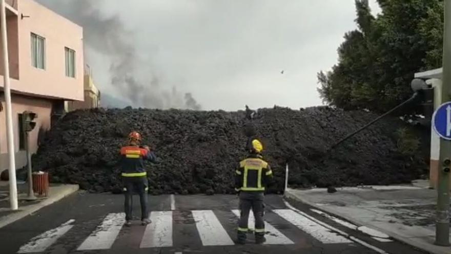 Avance de la colada del volcán de La Palma en el barrio de La Laguna (Los Llanos de Aridane)