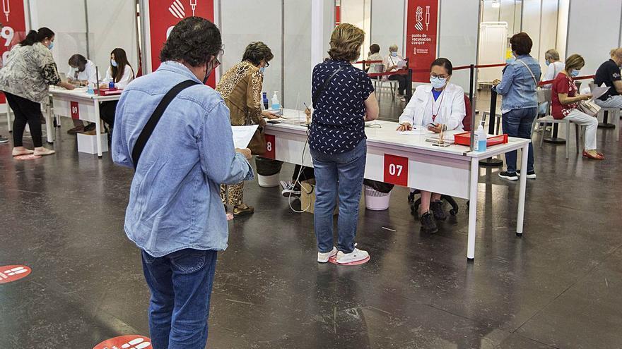Sanidad utiliza el suero monodosis para atraer a los mayores de 40 años que todavía están sin inmunizar