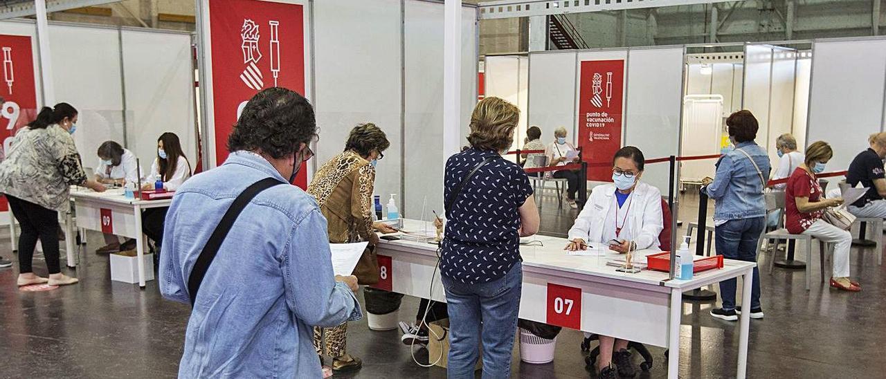 Área previa a la vacunación en Ciudad de la Luz de Alicante