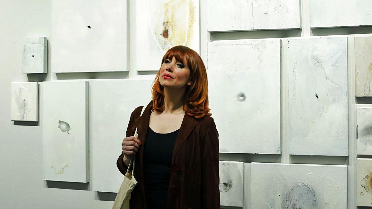 L'artista valenciana Paula Bonet a la seua exposició a La Nau.    M.A.MONTESINOS