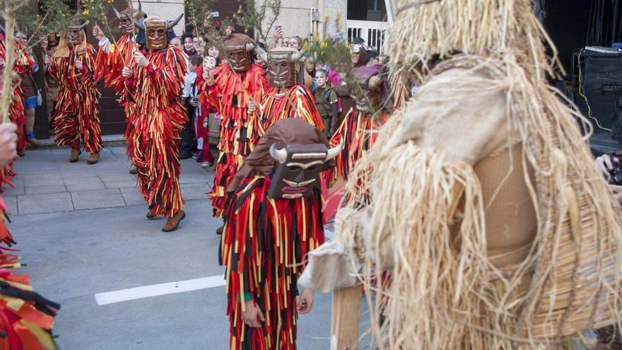 Los cacharelos celebran el carnaval en Lalín