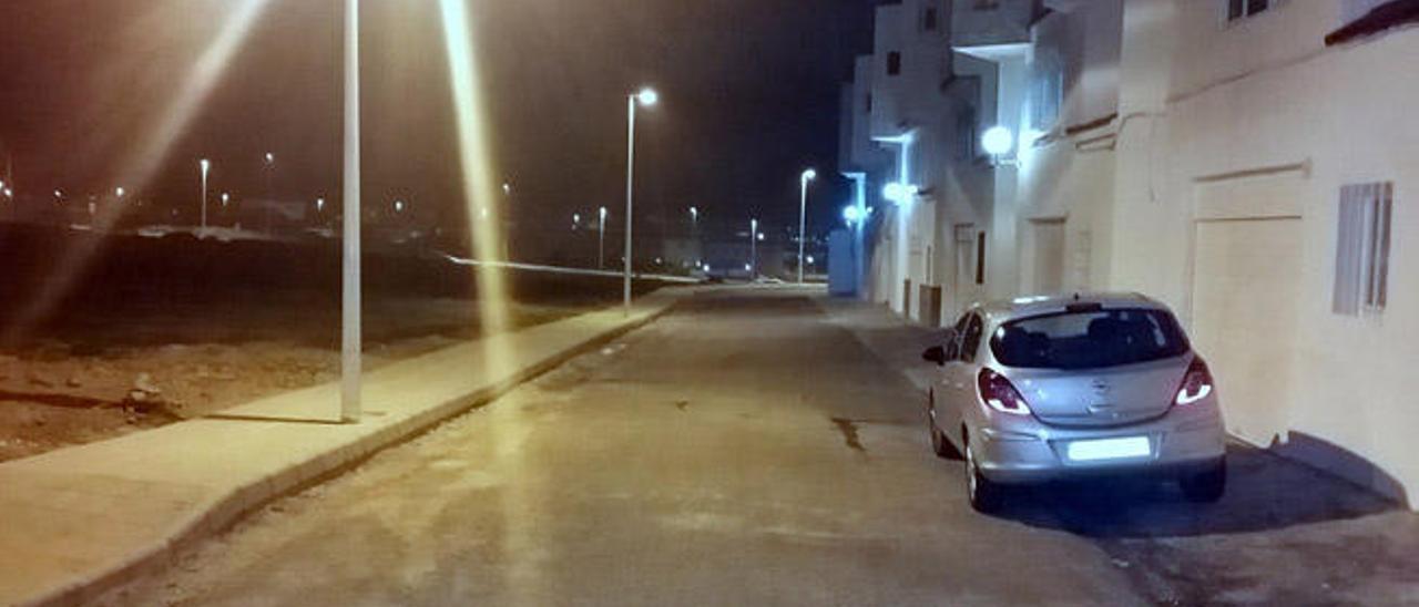 Una de las calles de Las Rosas, con la nueva iluminación.