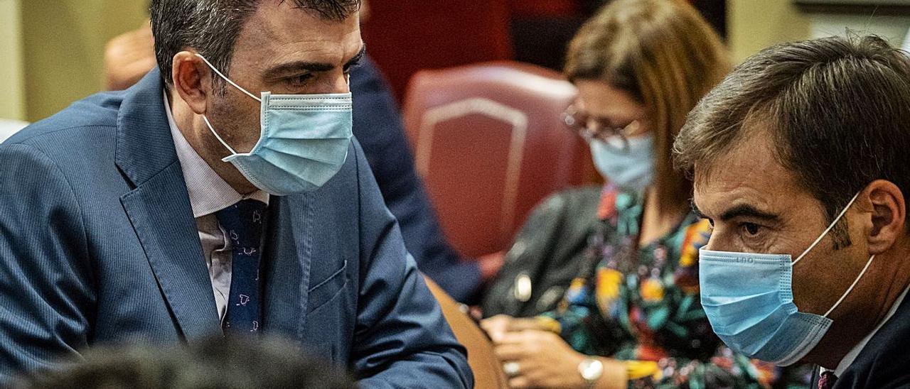 Diputados populares ayer durante el pleno en el Parlamento de Canarias.