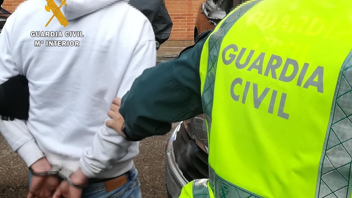 La Guardia Civil detiene en San Vitero a una persona por presunta venta de drogas